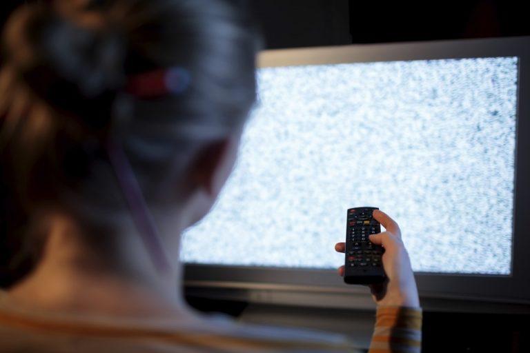 """مراحل عیب یابی برای مشکلات رایج تلویزیون (تصویر تلویزیون """"در حال شکسته"""" یا نمایش پیکسل است)"""